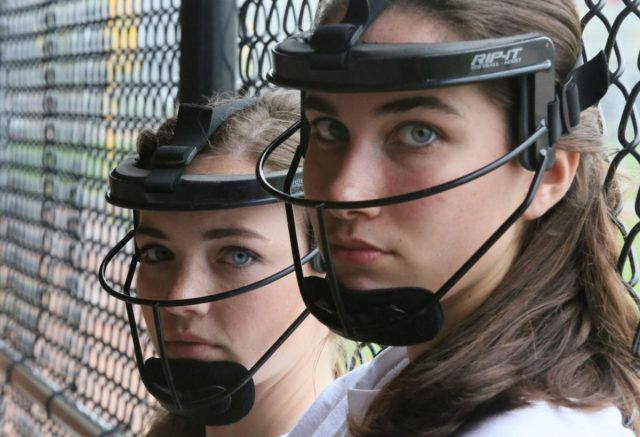 https://littleleagueflorida.org/wp-content/uploads/2020/03/softball-face-640x437.jpg